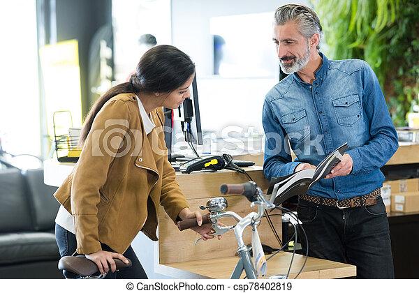 échantillons, portrait femme, vélo, demander - csp78402819