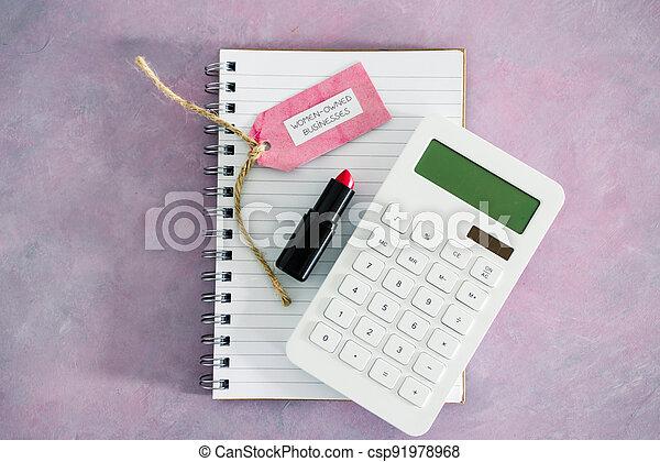 étiquette, women-owned, business, calculatrice, égalité, bureau, rose, rouge lèvres, soutenir, bloc-notes - csp91978968