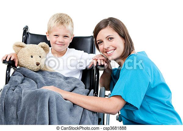 adorable, sien, peu, teddy, docteur féminin, ours, porter, gentil, fauteuil roulant, hôpital, garçon - csp3681888