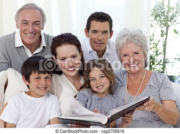 album, regarder, sourire, photographie, famille - csp2705616