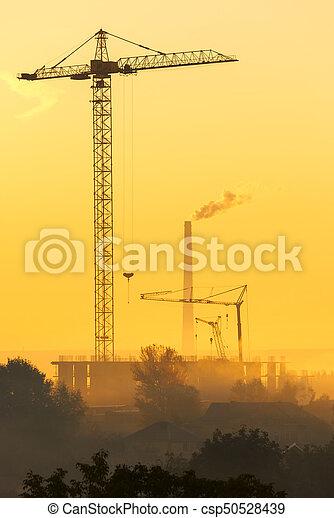 bâtiments, grues, sur, tôt, brumeux, nouveau, morning. - csp50528439