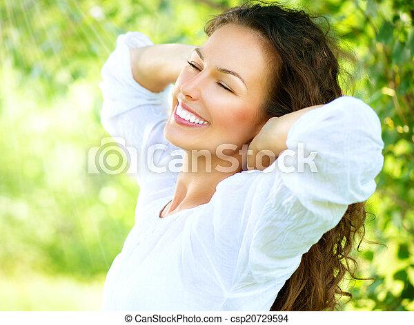 beau, jouir de, femme, nature, outdoor., jeune - csp20729594