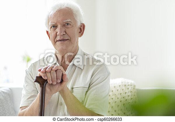 bois, soins, marchant bâton, maison, homme âgé - csp60266633