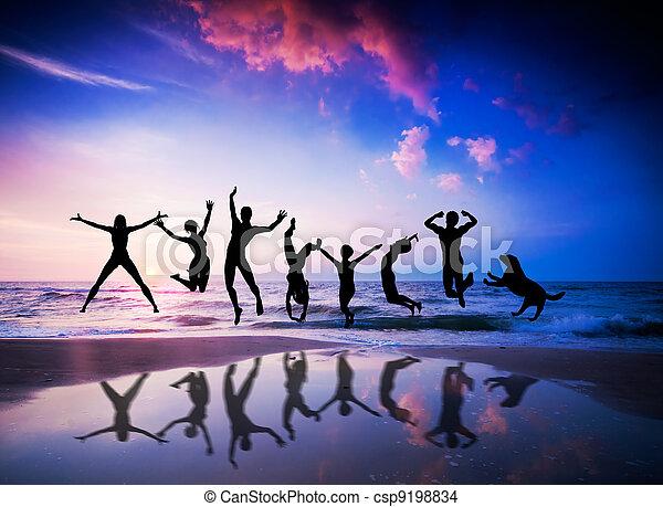 bonheur, plage., chien, sauter, gens - csp9198834