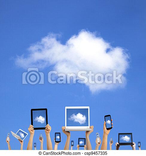calculer, nuage, tenant mains, intelligent, tablette, toucher, concept., téléphone, informatique, ordinateur portable, tampon - csp9457335