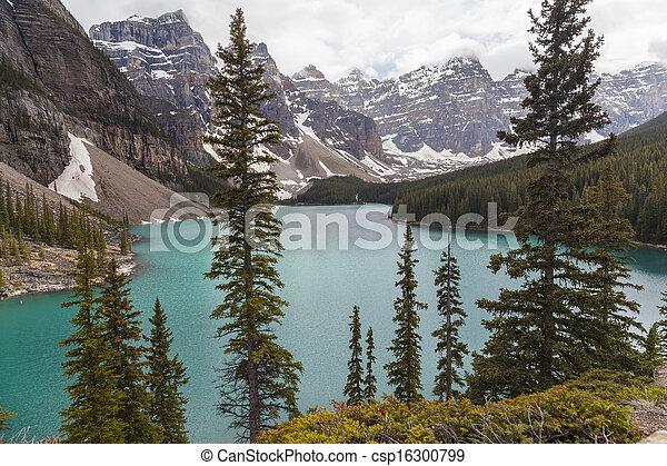 canada, banff parc national, lac, moraine, alberta - csp16300799