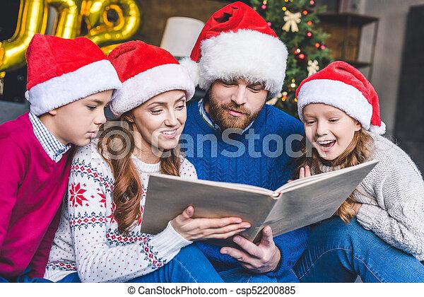 chapeaux, livre, santa, famille, lecture - csp52200885