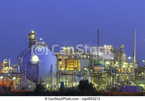chimique, installation, nuit - csp4953213