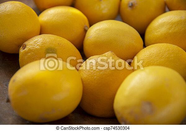 citron, side., fruits, foyer., sélectif, côté, jaune, arrière-plan., empilé - csp74530304