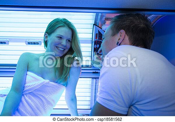 client, solarium, lit, client, bronzage, employé, conseiller, ou - csp18581562
