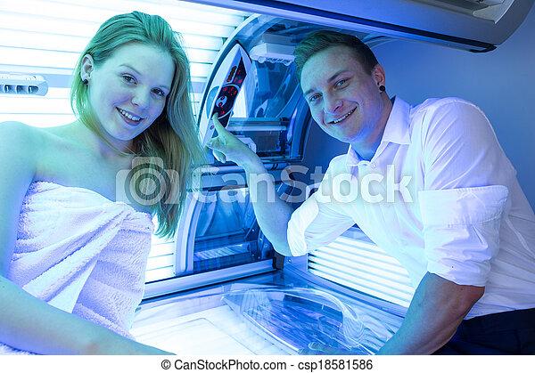client, solarium, lit, client, bronzage, employé, conseiller, ou - csp18581586