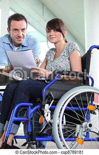 collègue, handicapé, travaillé, femme, bureau - csp8789181