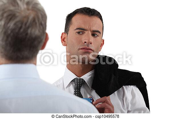collègue, regarder, sien, homme, soupçonneusement - csp10495578