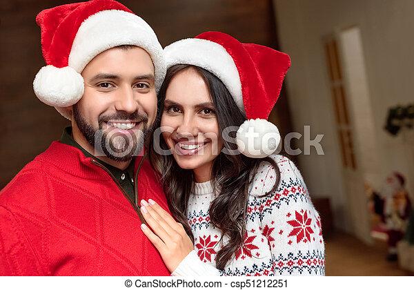couple, chapeaux, santa, heureux - csp51212251