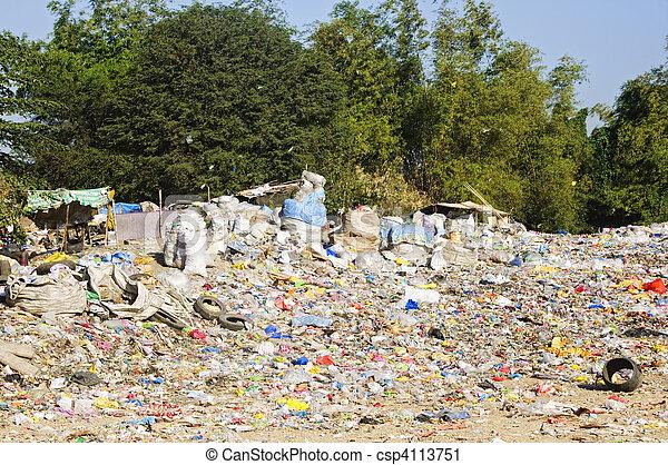 décharge ordures - csp4113751