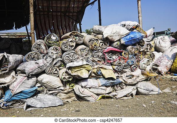 décharge ordures - csp4247657