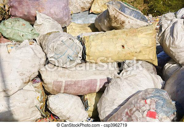 décharge ordures - csp3962719