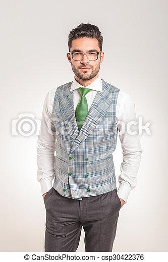 debout, sien, business, jeune, poches, mains, homme - csp30422376