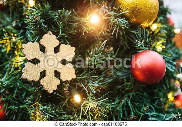doré, balles, arbre, flocon de neige, guirlandes, noël, rouges - csp61100675
