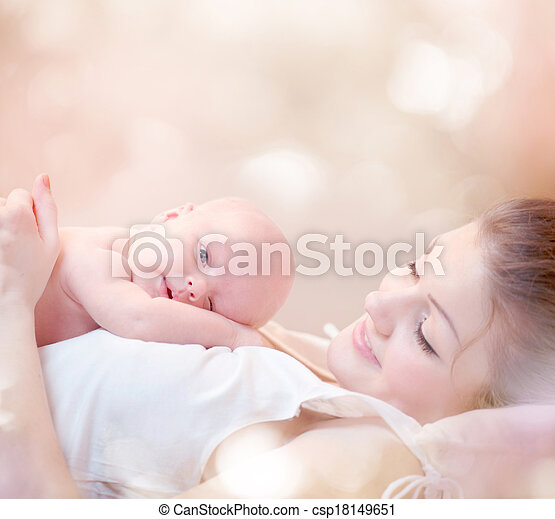 elle, étreindre, nouveau né, mère, bébé, baisers, heureux - csp18149651