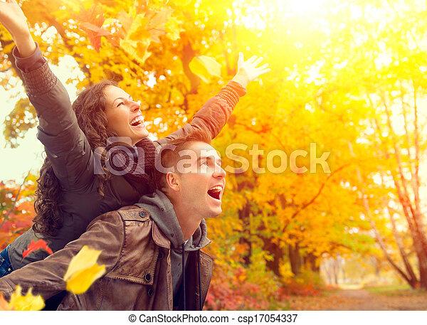 famille, couple, automne, fall., park., dehors, amusement, avoir, heureux - csp17054337