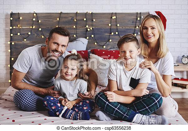 famille, dépenser, lit, matin, portrait, noël - csp63556238