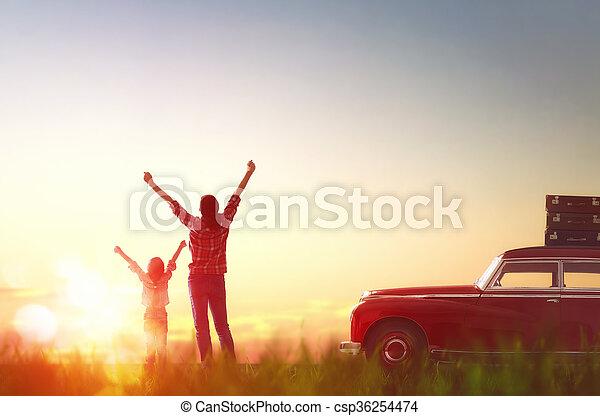 famille heureuse, délassant - csp36254474