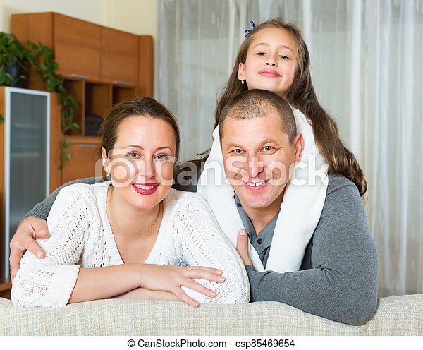 famille, heureux, intérieur domestique - csp85469654