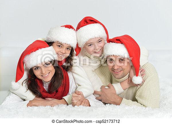 famille, heureux, santa, chapeaux - csp52173712