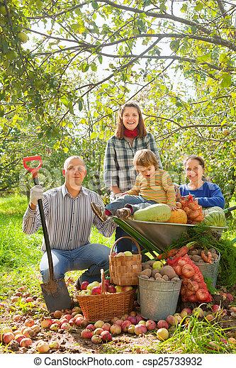 famille, jardin, heureux - csp25733932