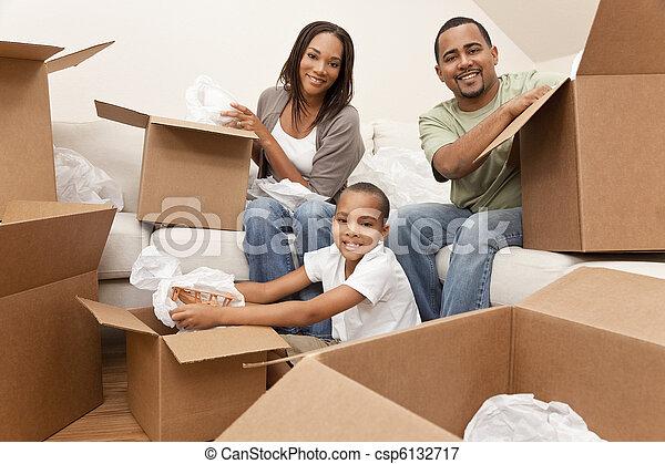 famille, maison, américain, boîtes, en mouvement, africaine, déballage - csp6132717