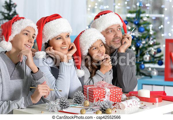 famille, santa, chapeaux - csp42552566