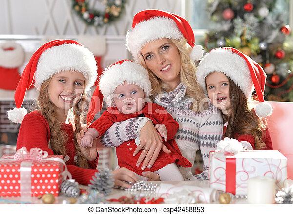famille, santa, chapeaux - csp42458853