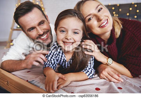 famille, temps lit, portrait, noël, mensonge - csp63556186