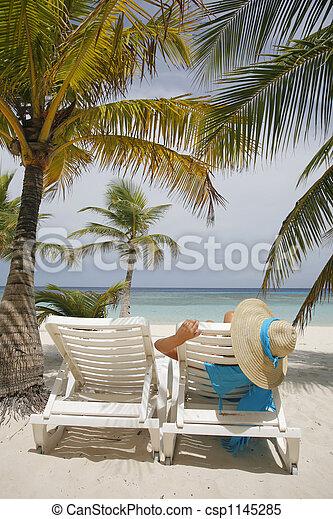 femme, plage - csp1145285