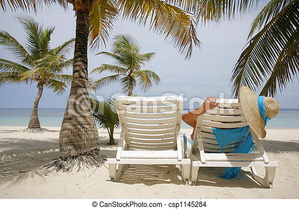 femme, plage - csp1145284