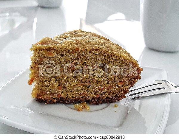 fond, gâteau, blanc, table, carotte, isolé, savoureux, servi, plaque, sans gluten - csp80042918