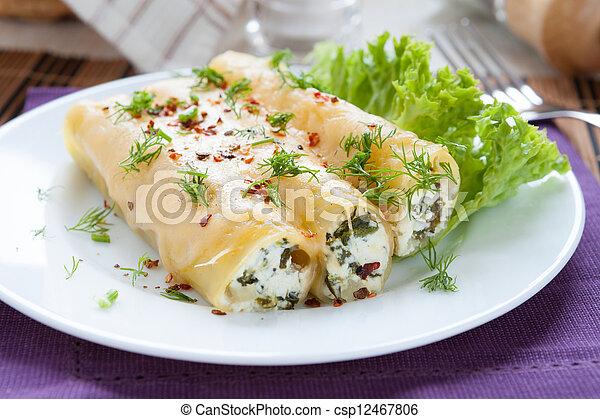 fromage, italien, cannelloni, bourré, épinards - csp12467806