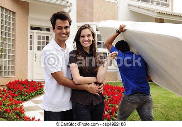 home:, maison, couple, en mouvement, infront, nouveau - csp4922188