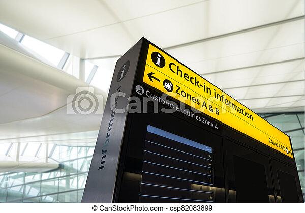 information, vol, angleterre, arrivée, londres, aéroport, départ - csp82083899
