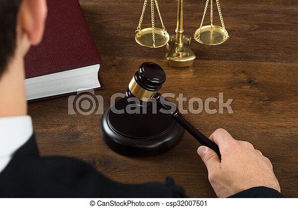 juge, frapper, salle audience, maillet - csp32007501