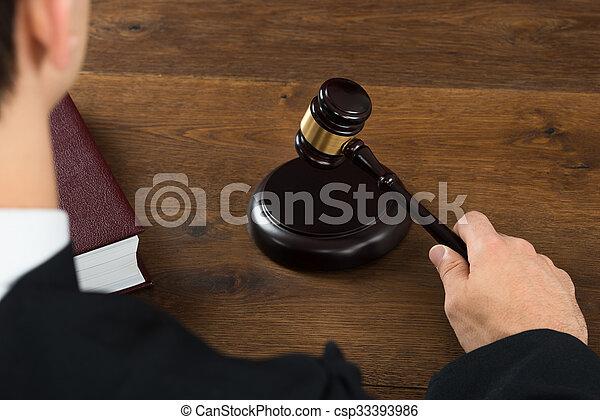 juge, frapper, salle audience, maillet - csp33393986