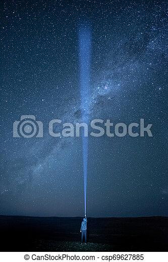 lampe électrique, ciel méridional, sombre, éclairage, manière, laiteux, croisement - csp69627885