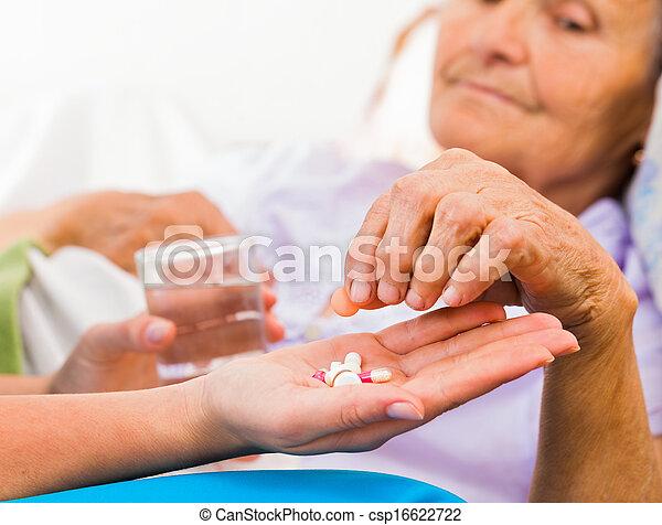 médecine, infirmière, quotidiennement - csp16622722