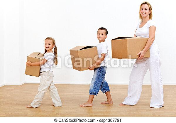 maison, en mouvement, famille, nouveau - csp4387791