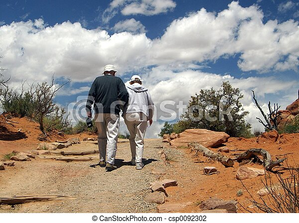 marche couples, dehors - csp0092302