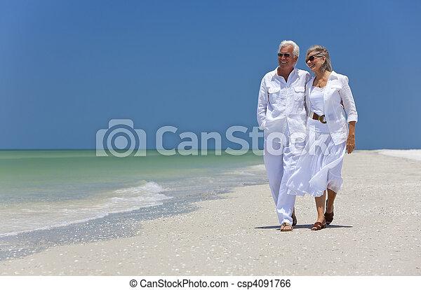 marche, danse, couple, exotique, personne agee, plage, heureux - csp4091766