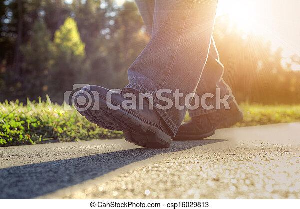 marche, road., homme - csp16029813