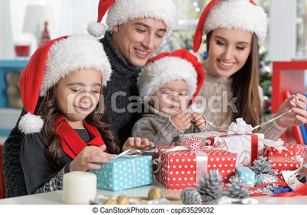mignon, noël, préparer, portrait famille - csp63529032