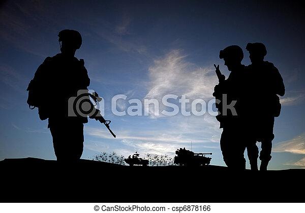 moderne, silhouette, véhicules, ciel, contre, milieu, coucher soleil, fond, soldats, est, jour - csp6878166